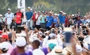 高尔夫:伍兹在巡回锦标赛第三轮开出四杆领先优势
